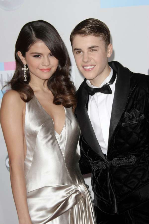 Selena Gomez and Justin Bieber from when they were a couple